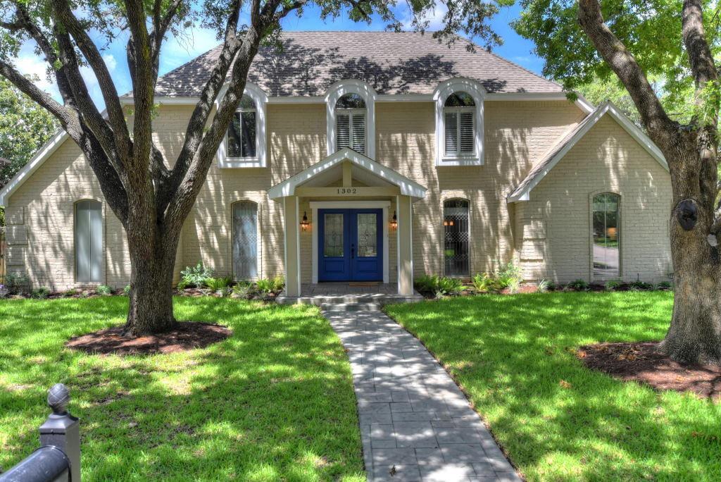1302 Riverview Circle, Houston, TX 77077