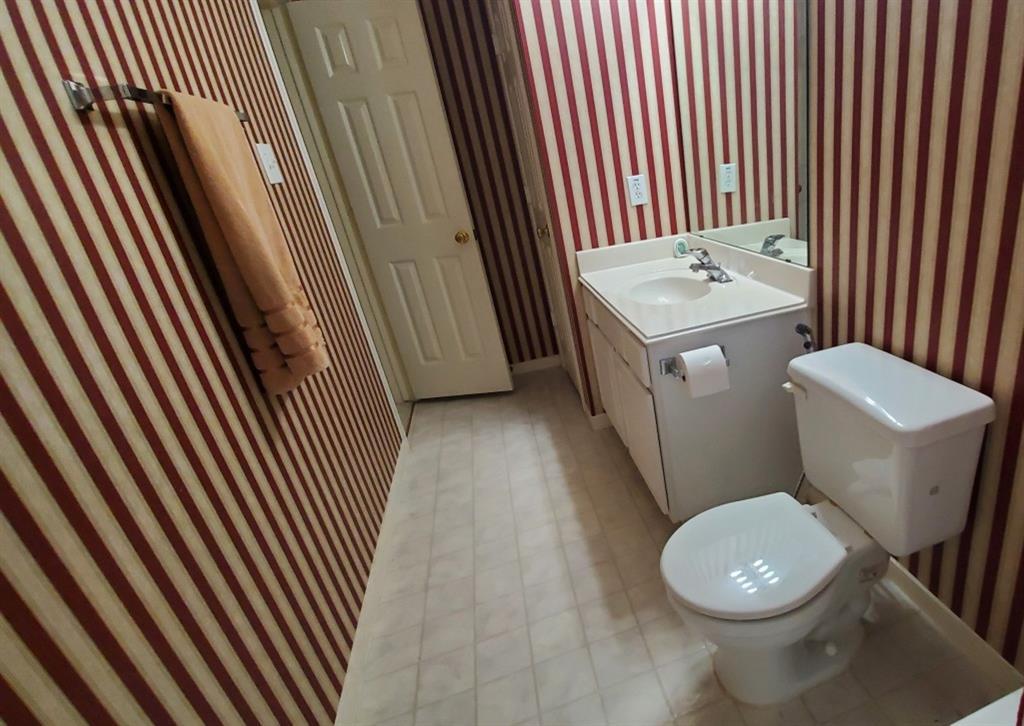 10042 Halston Drive, Sugar Land, Texas 77498, 4 Bedrooms Bedrooms, 14 Rooms Rooms,3 BathroomsBathrooms,Single-family,For Sale,Halston,49263404
