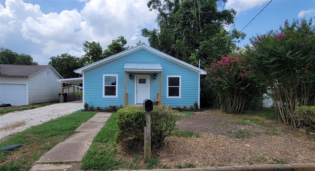 306 Edna Street, Hallettsville, TX 77964