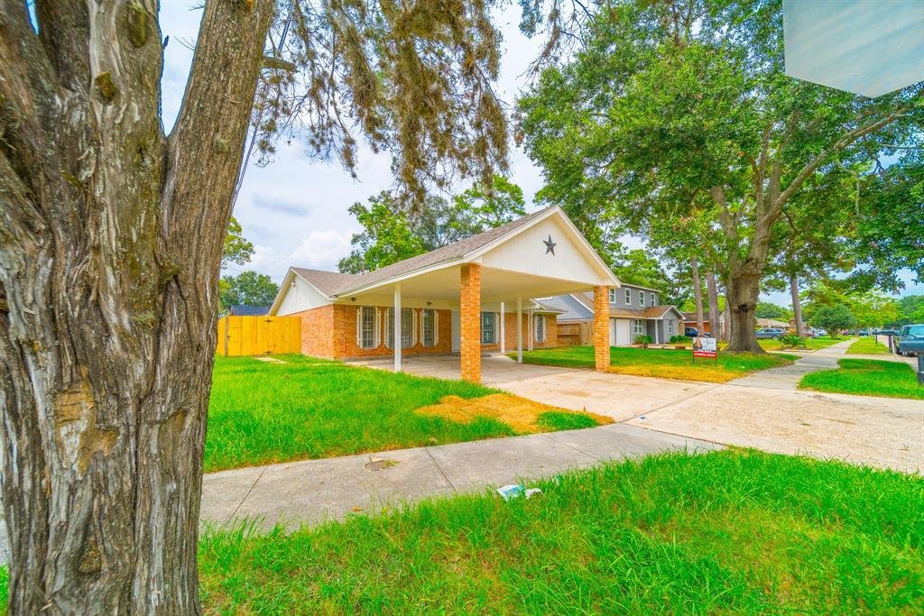 6103 Bending Oaks Street, Houston, TX 77050