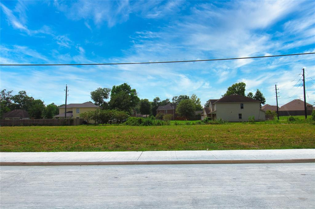 1.3 Acres perfectly located in the heart of Crosby, Texas. Nestled outside of Newport Community, beautifully located with immediate access to FM 2100 and minutes away from HWY 90. This property counts with utilities and benefits from the road expansion on FM 2100. Expand your vision and join the fast-paced growth of Crosby, Texas. Contact the agent for additional information.