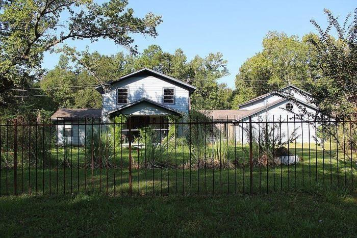 21.5 acres of wooded property. Home has 2,600 sq/ft of livable space with a 900 sq/ft garage apartment. Home is in need of interior finishes. 30'x35' oversized garage with 10'x28' workshop. 20'x30' dog pin. There is also a detached RV awning. Land is unrestricted and could be used for agriculture, livestock, and/or developed into smaller home sites. Call your Realtor to schedule a showing today!