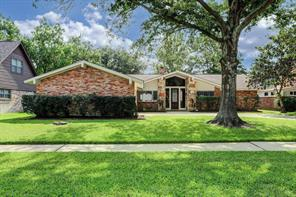 129 Saint Andrews Drive, Friendswood, TX 77546