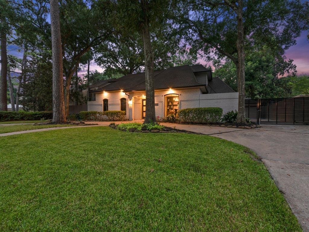 10111 Cedar Creek Drive, Houston, TX 77042