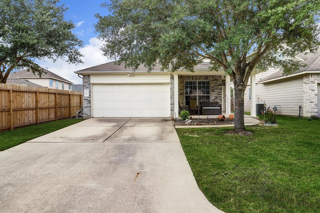 This cozy home is located at Stonepine in Tomball. It has 3 bedrooms, 2 full baths. Completely tiled throughout the home. Zoned to amazing schools in Tomball ISD. neighborhood has a beautiful park and splash pad. Perfect starting home, has only had one owner.