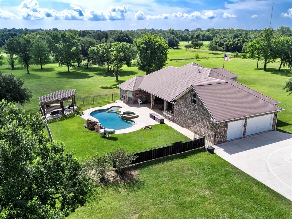 9104 Delesandri Drive, Hitchcock, TX 77563