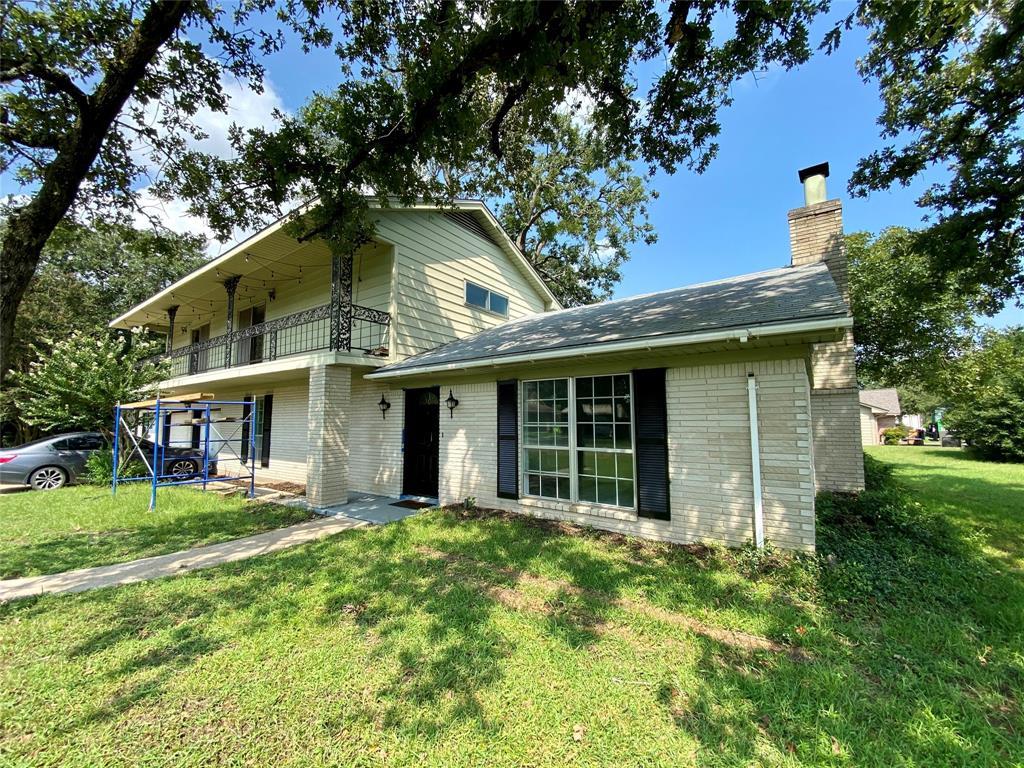 2 Bermuda Lane, Hilltop Lakes, TX 77871