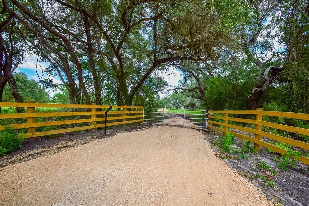 000 Farm to Market Road 609, Flatonia, TX 78941