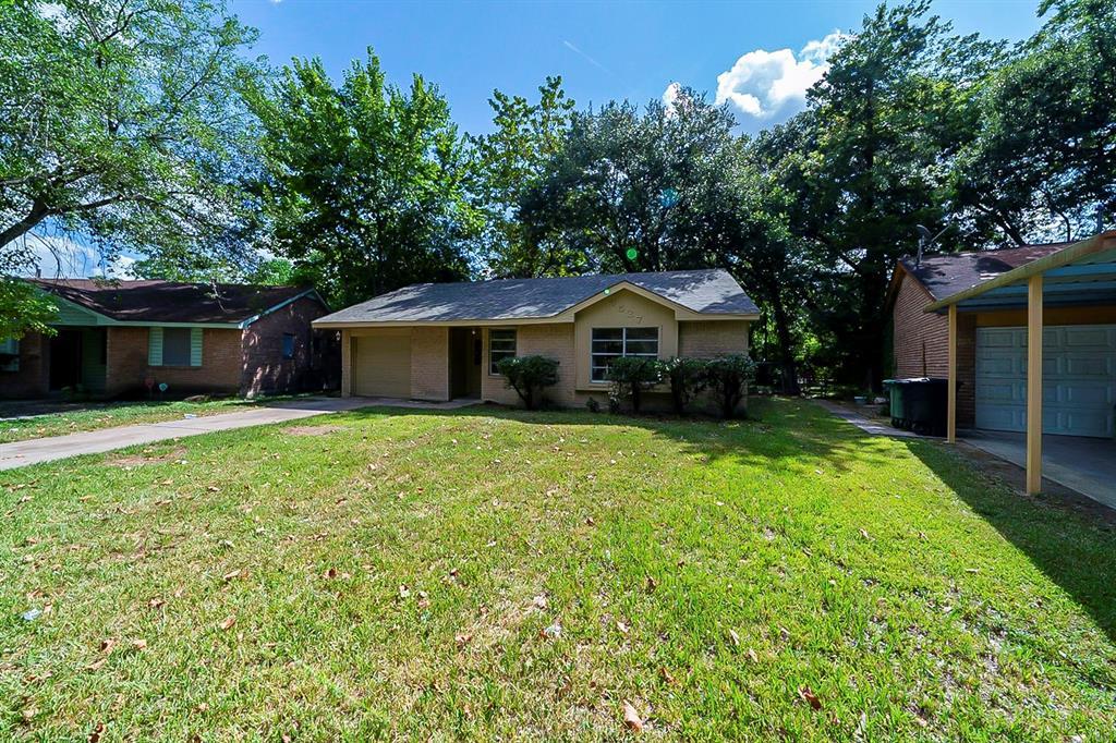 6527 Hollow Oaks Drive, Houston, TX 77050