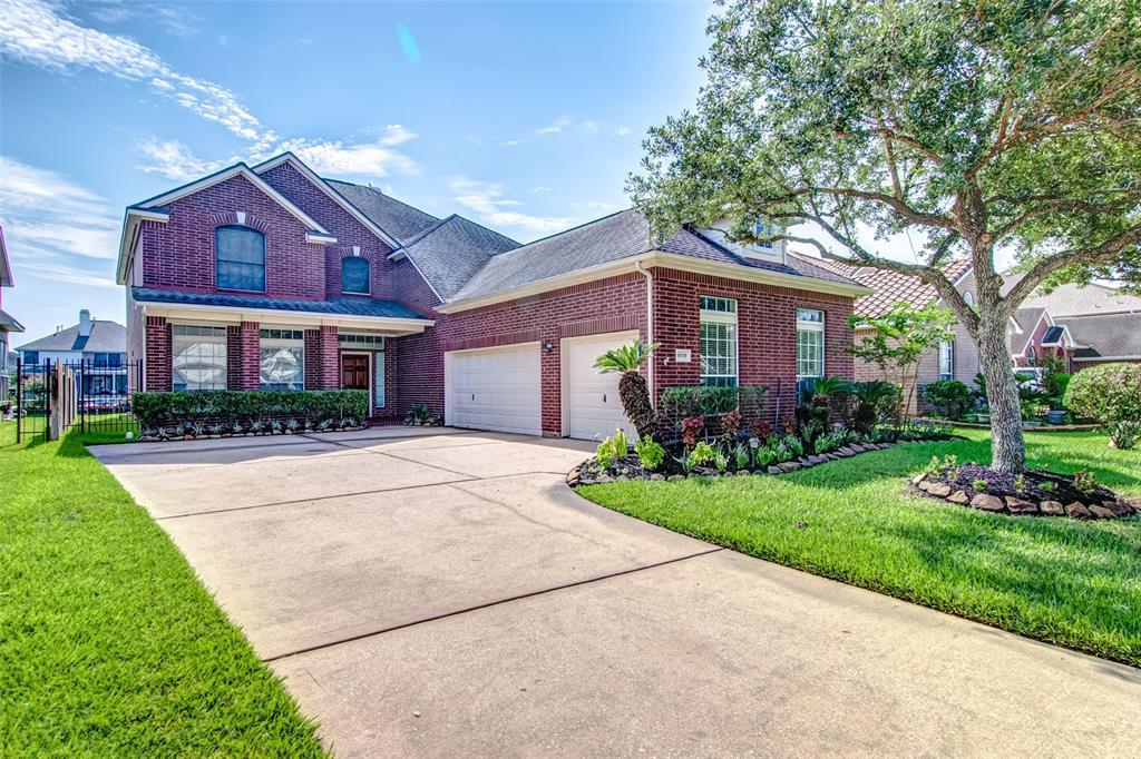10110 Lakeside Gables Drive, Houston, TX 77065