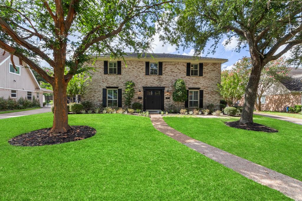 Wonderfully appointed home with great curb appeal and framed by mature oak trees located in sought after Fonn Villas located at the end of a quiet cul de sac zoned to some of the best schools in SBISD.  You will love the traditional floorpan, featuring formals, open family room, kitchen with bright breakfast room, and spacious dining room with attractive moldings on the first floor.  Kitchen features stainless appliances, double ovens, and electric cooktop.  Primary with ensuite bath, and three additional bedrooms with shared full bath on the the second floor.  Flooring on the first floor is a combination of hardwoods and attractive travertine tile.  The neighborhood offers wonderful amenities, including close proximity to 13+ acre Bendwood Park which features, 2 playgrounds, walking trail, tennis courts and more! Fonn Villas pool and clubhouse (included in HOA dues) is located blocks away, and a short drive from City Centre and Town and Country shopping and eateries!