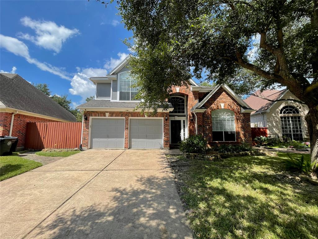 Recently remodeled waterfront property zoned to highly desirable Fort Bend ISD. Floors, paint, and outside deck were remodeled. Spacious and open floor plan. Backyard has waterfront and side yard is extra wide for grilling and chilling.