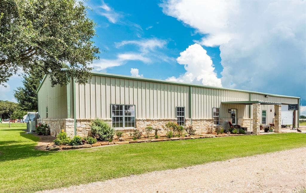 269 County Road 401, El Campo, TX 77437