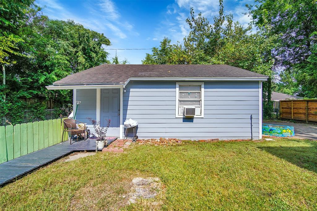 1910 Lynnview, Houston, Texas 77055, 3 Bedrooms Bedrooms, 7 Rooms Rooms,2 BathroomsBathrooms,Single-family,For Sale,Lynnview,88909632