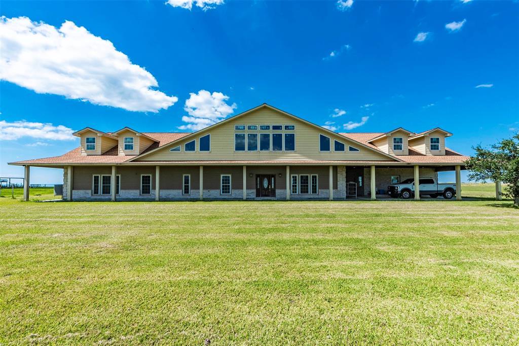 4225 W Bayshore, Anahuac, TX 77514