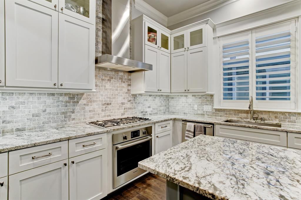 As well no expense was spared with the stunning backsplash complementing the countertops.
