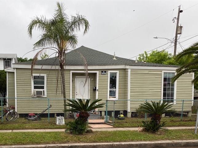 1321 35th Street, Galveston, Texas 77550, 1 Bedroom Bedrooms, ,1 BathroomBathrooms,Multi-family,For Sale,35th,53175604