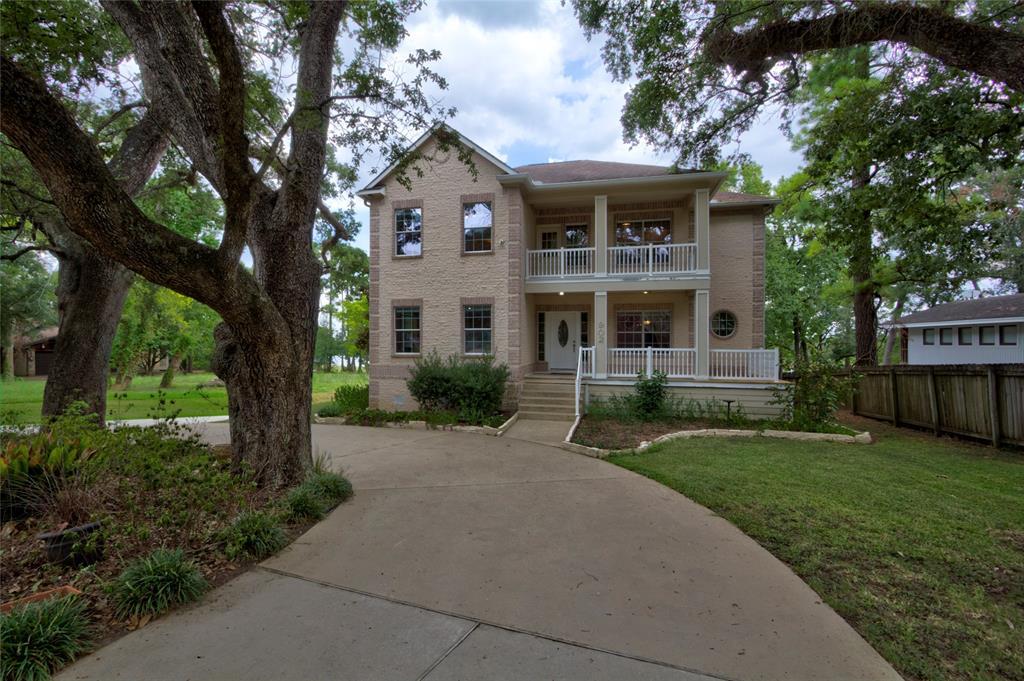 902 W Houston Street, Highlands, TX 77562