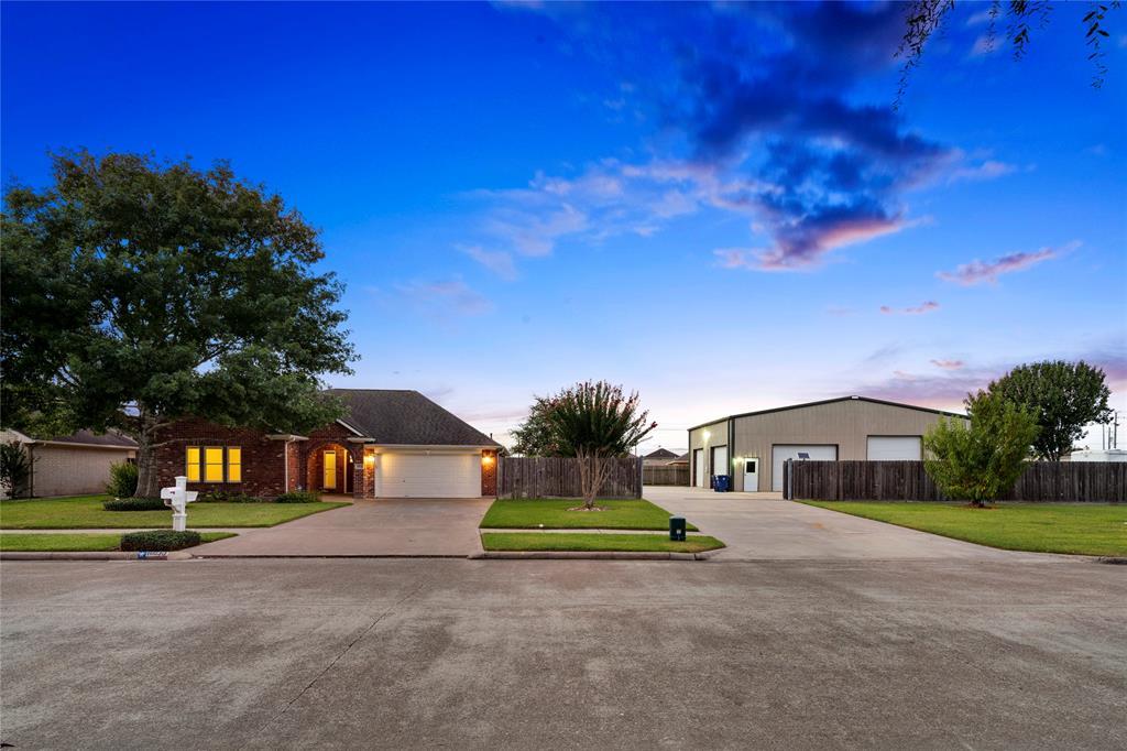 10830 32nd Avenue, Texas City, TX 77591
