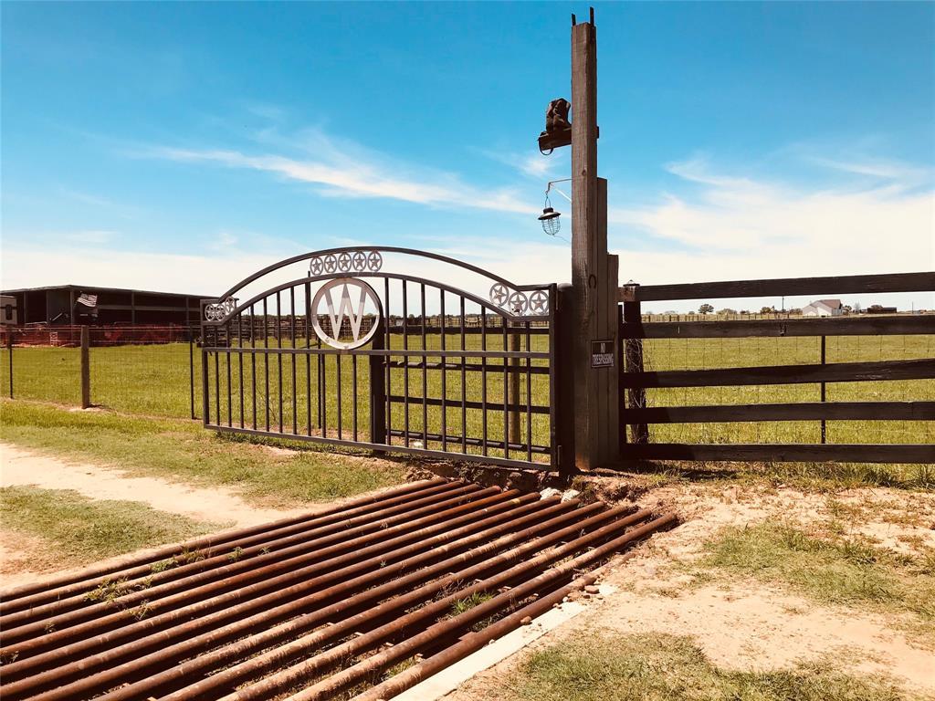 2655 County Road 471, El Campo, TX 77437