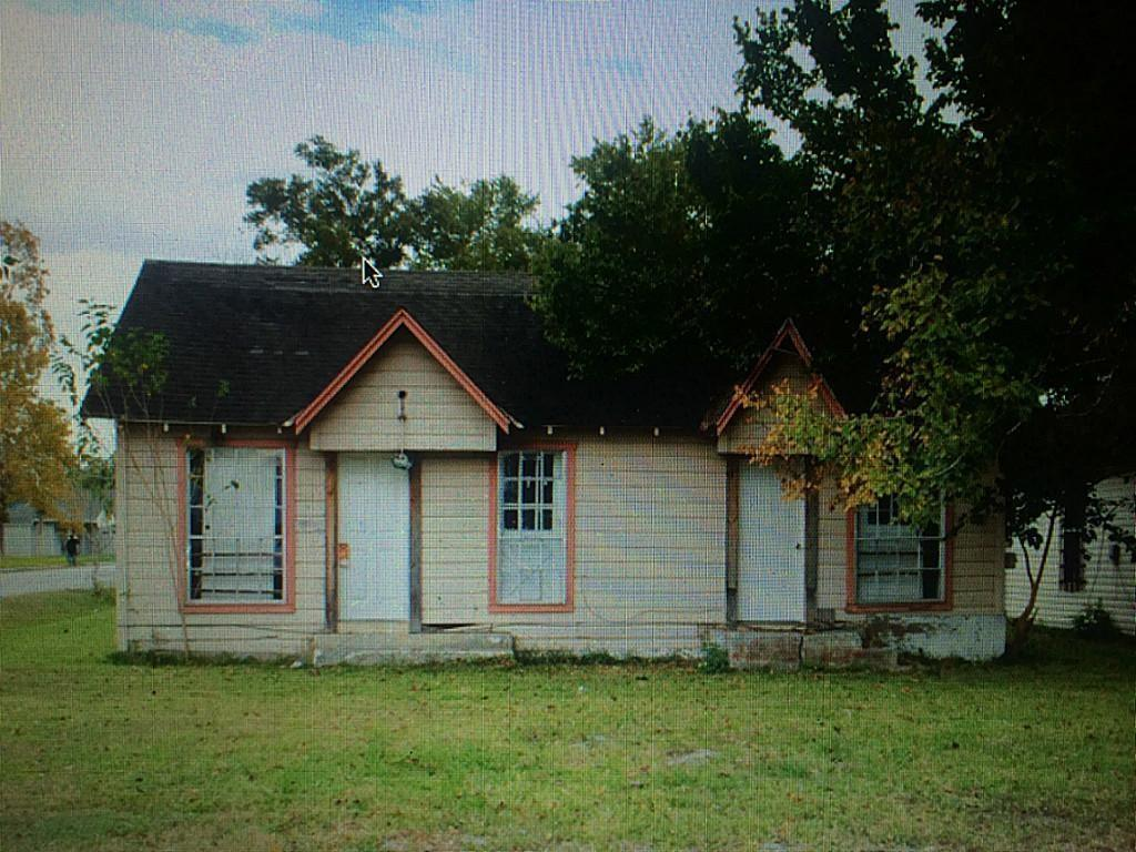 Lot value only. LIST PRICE IS FOR 3 LOTS on the corner -3514 Cochran, 3518 Cochran and 1210 Collingsworth. All appliances, window units, space heater & plumbing fixtures were removed. Sold for lot ,as is, where is. The property address 3518 Cochran is 5000 sq ft. The lot next door, 3514 Cochran is 5000 sq ft. The lot directly behind with storage the warehouse, 1210 Collingsworth is 4625 sq ft. Totally square footage is 14,625. The Seller would like to sell the 3 lots together. PROPERTIES NEEDS LOTS OF WORK, OR TEAR-DOWN; NEARBY PROJECTS DEMONSTRATE THE POSSIBILITIES! NEW CONSTRUCTION AND REVITALIZATION AROUND THE AREA. NO RESTRICTIONS IN THIS AREA. Just minutes from downtown & the metro rail.