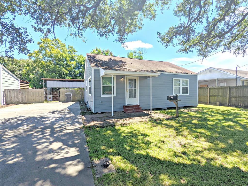 7200 Leonard Street, Groves, TX 77619