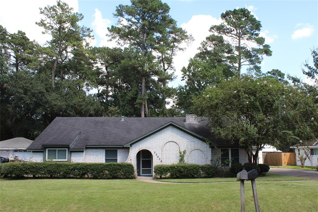 Tile floors throughout the house. Beautiful private backyard with many mature trees and big patio. Ample space for parking. Exceptionally quiet area, despite being close to the heart of the Woodlands! Many restaurants within walking distance of the home await your visit. BBQ, Mexican, Italian, Pub.... you got it all.  Want to venture out more? You are only minutes away from The Woodlands restaurants, bars and The Woodlands Mall so you can enjoy all that the Woodlands can offer. Hughes Landing, Market Street and Waterway, The Woodlands Mall, Cynthia Mitchell Woods Pavilion and the Woodlands Parks are easy accessible. Quick access to I-45 south and north for commuting.