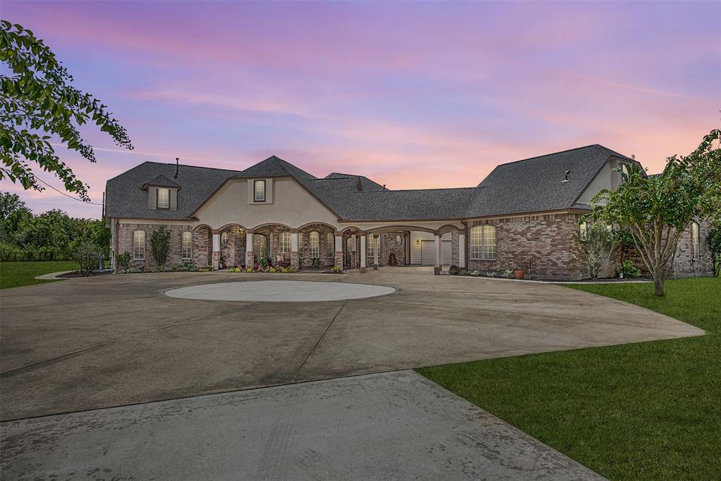 2714 County Road 48, Rosharon, TX 77583