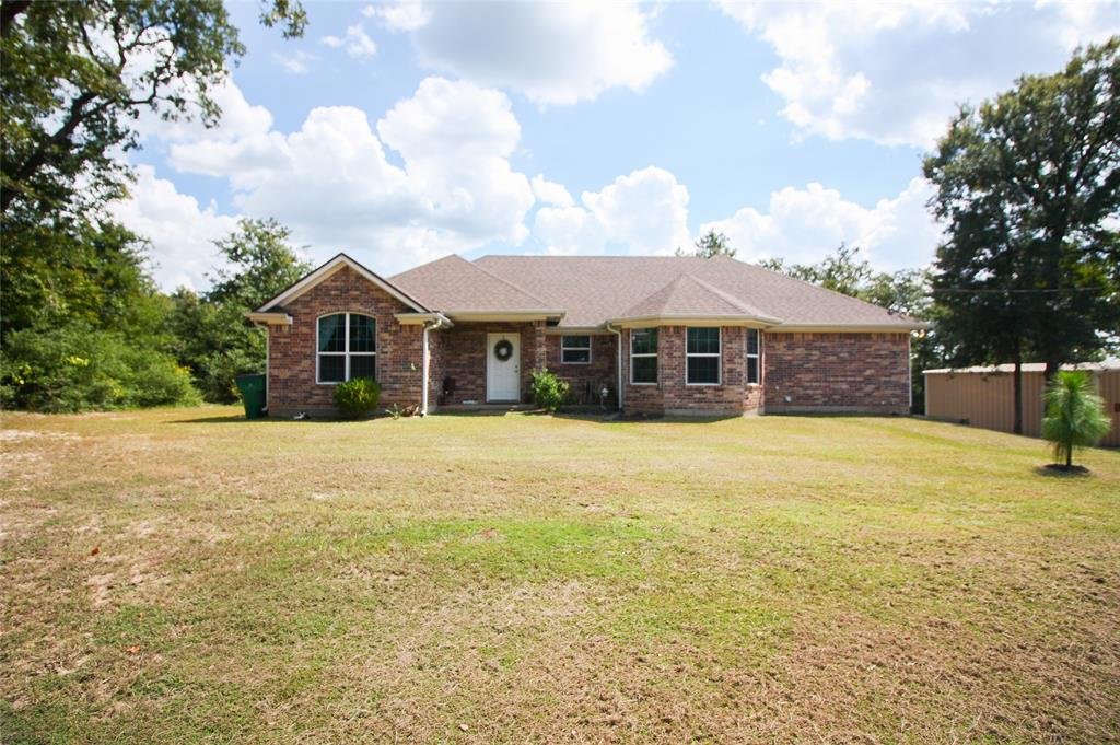 8 Country Place, Hilltop Lakes, TX 77871