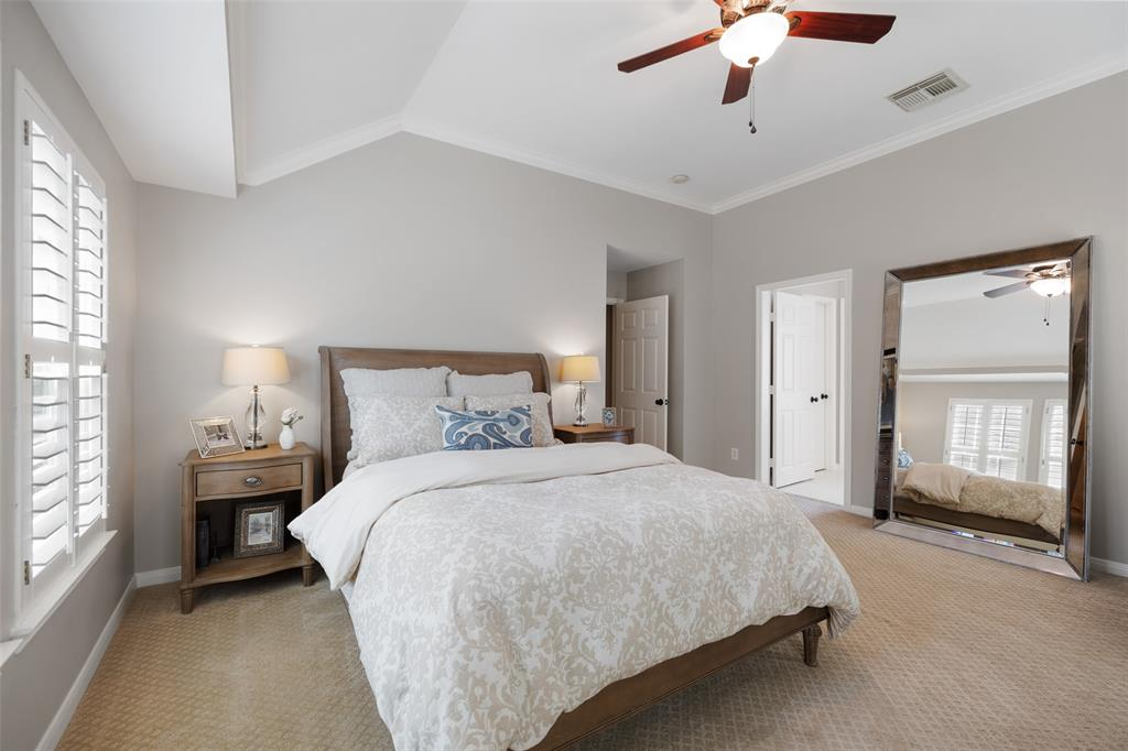 Plenty of space for a queen or king size bed and double nightstands