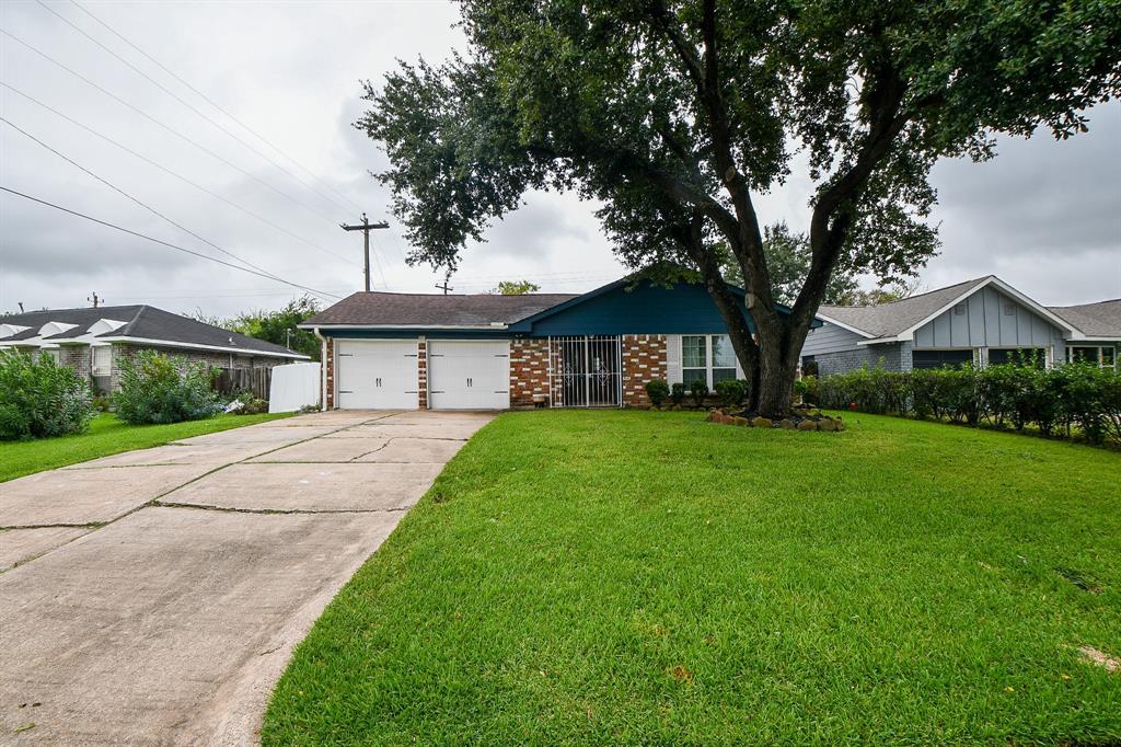 902 Centerwood Drive, Houston, TX 77013