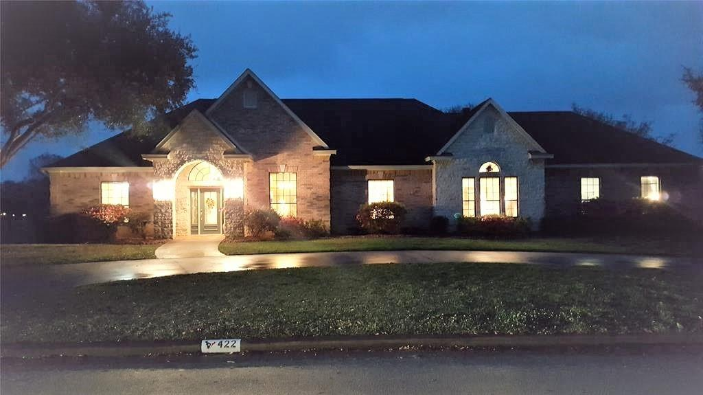 422 N Amherst Drive, West Columbia, TX 77486