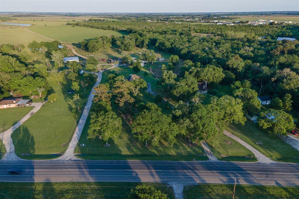 1116 N Bay Shore Rd, Anahuac, TX 77514