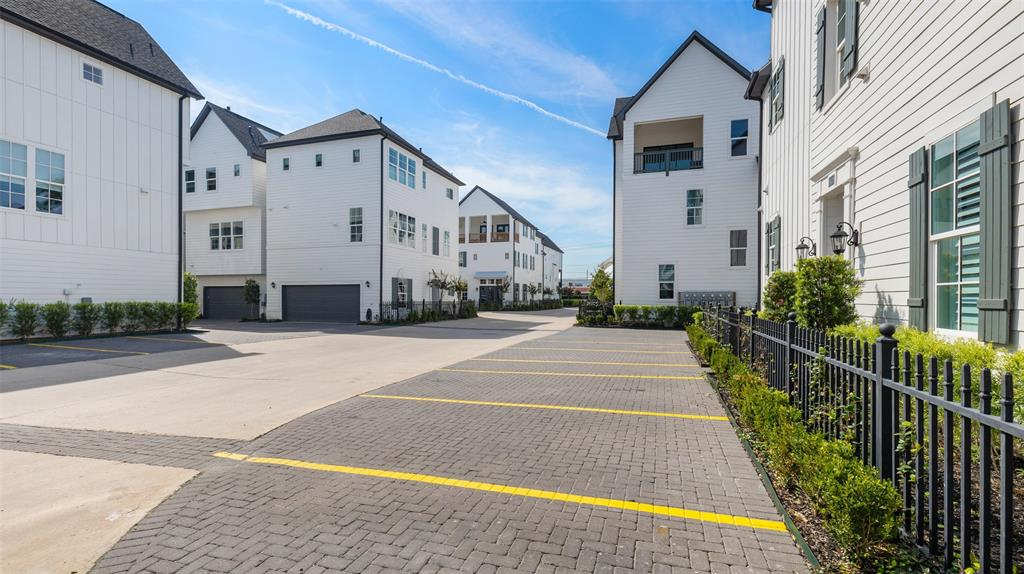 Unlike some area gated developments, Timbergrove Heights offers some great guest parking options.