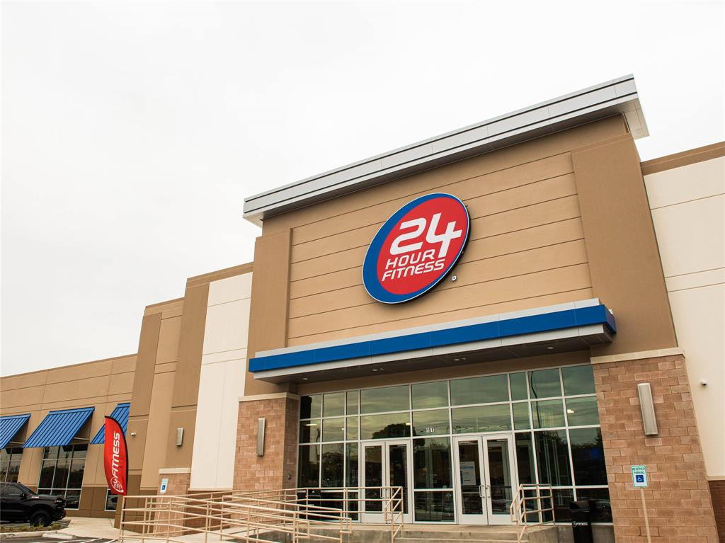 Nearby, you'll find great fitness options like 24 hour fitness, Covenant Gym, and Iron Oak Cross Fit.