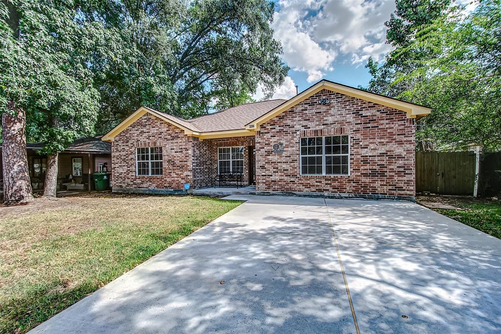 8922 Oak Knoll Lane, Houston, TX 77078