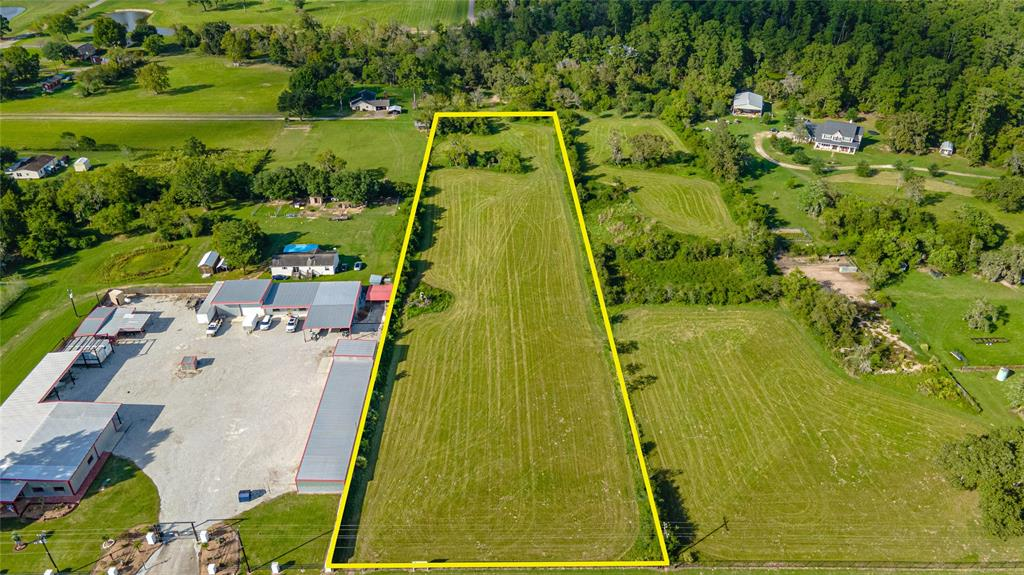 This 3-acre rectangular tract is cleared and unrestricted. It has 180ft of frontage on Nichols Sawmill Rd. No flood plain, wetlands, or pipelines. 10 minutes (8 miles) from HWY 290 or Grand Parkway/99, and 15 minutes (10 miles) to TX-249. Ideal for small/medium industrial or contract services company, storage facility, RV park, or retail store. Schedule a private tour today!