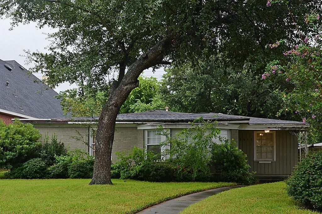 Wonderful location in the well sought-after Braes Heights. Pleasant neighborhood with lots of new homes.Granite counter top in kitchen, wood floors in living room and dining room. Quick access to Braes Bayou jogging trail and Texas Medical Center. Walking distance to Exemplary Mark Twain Elementary, YMCA, Karl Young Park, library. Live or tear down and re-build. (House did not flood during Harvey)