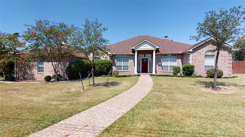 991 Whispering Oaks Drive, Giddings, TX 78942