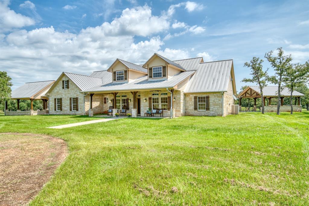 1065 Deerfield Court, Weimar, TX 78962