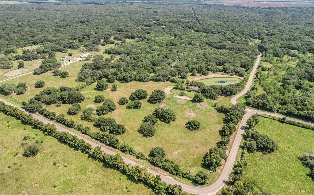 7307 County Road 384, Damon, TX 77430