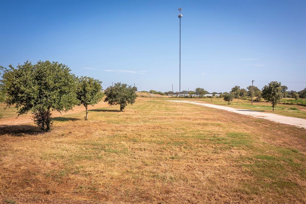 18 Horseshoe Drive, Gonzales, TX 78629