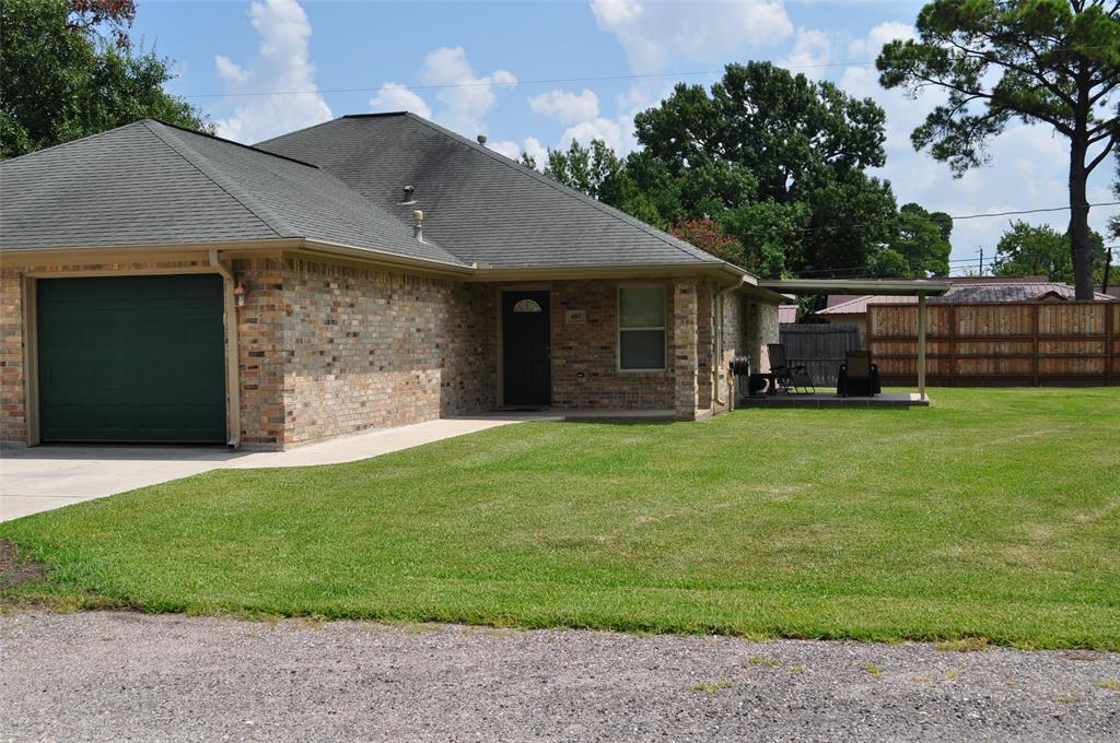 450 W Houston Street, Highlands, TX 77562