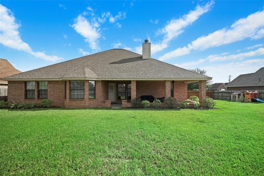 112 Wisteria Street, Richwood, TX 77531