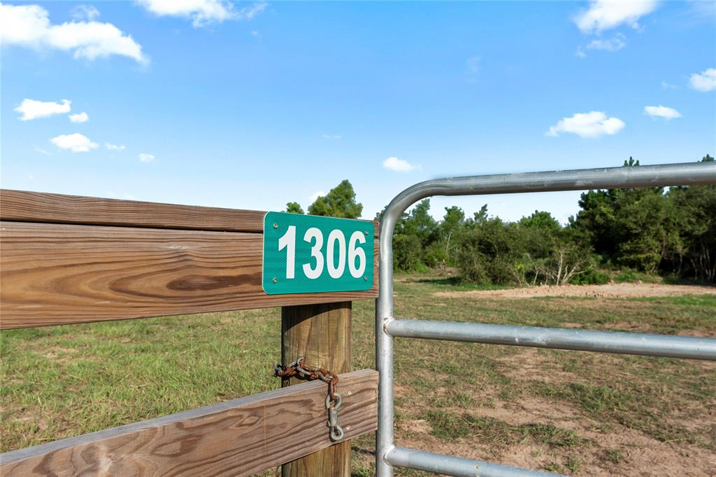 1306 Piney Woods Road, Alleyton, TX 78935