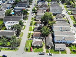 1102 W 9th Street W, Houston, TX 77007