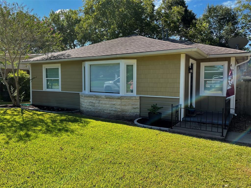 202 Page Street, Hallettsville, TX 77964