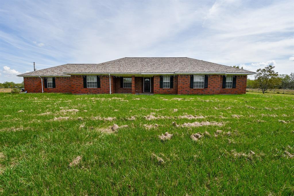 445 Mesquite Hills Rd, East Bernard, TX 77435