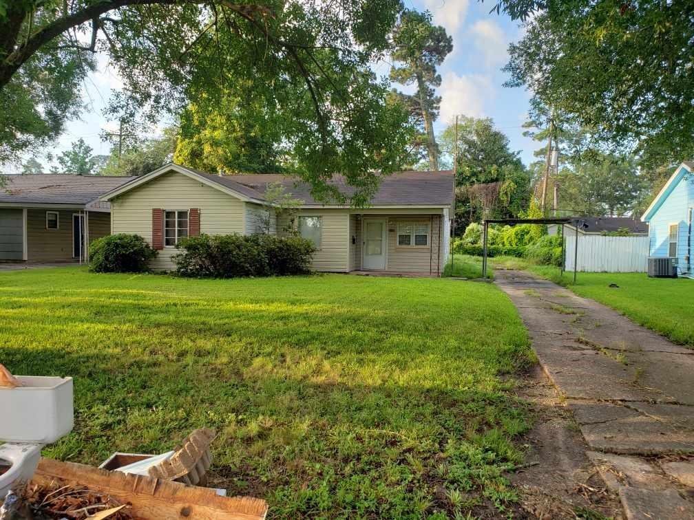 3125 N Willowood Lane, Beaumont, TX 77703