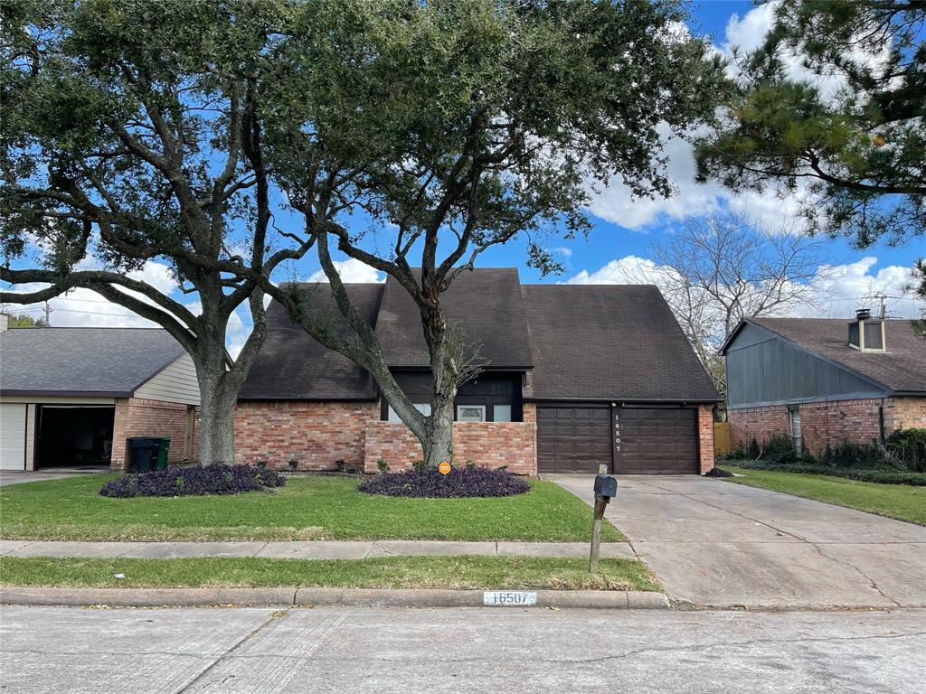 16507 Lost Quail Drive, Houston, TX 77489